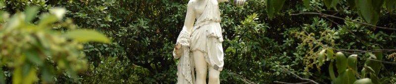Скульптура в фонтане