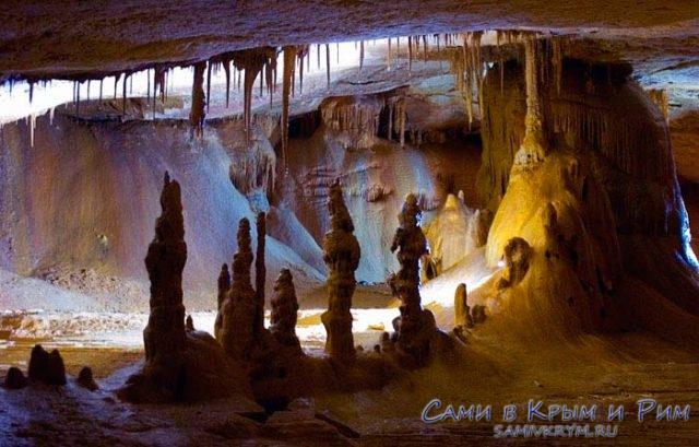 Игра светатени в пещере