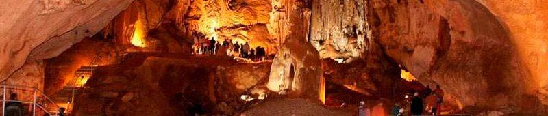 На экскурсии в Красной пещере