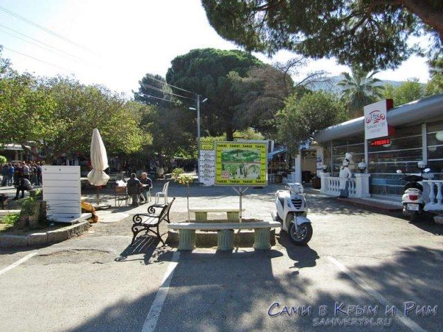 Парковка перед входом в Эфес