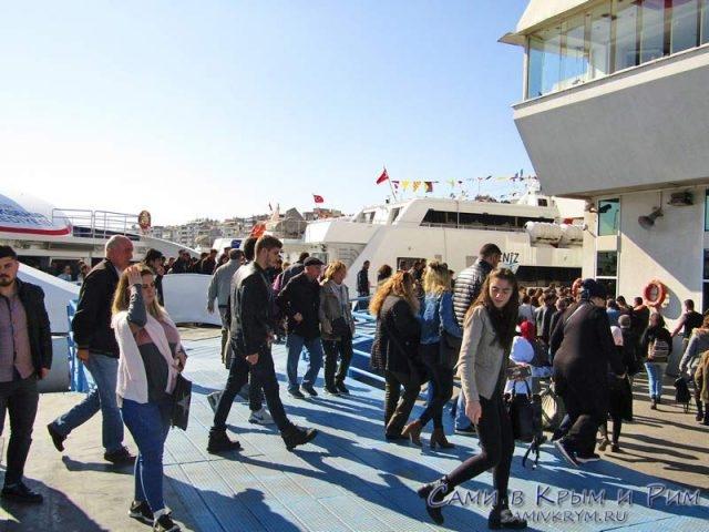 Паромные причалы в Измире
