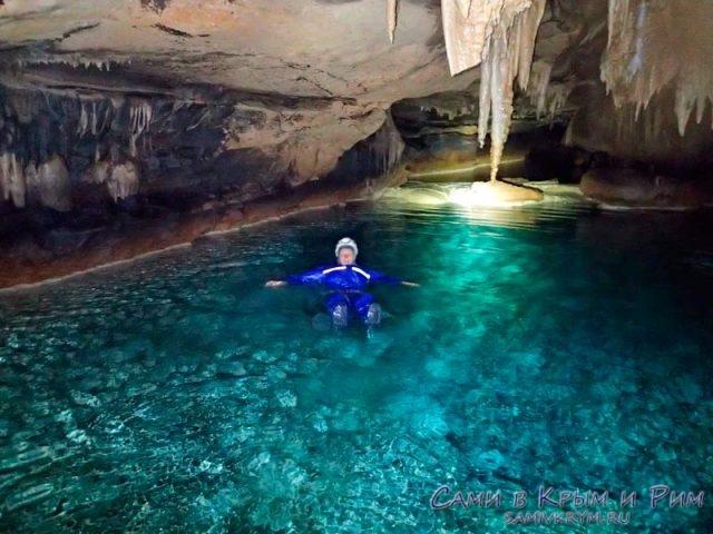 Подводное озеро в пещере