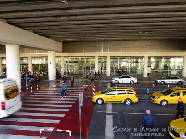 При выходе из терминала аэропорта