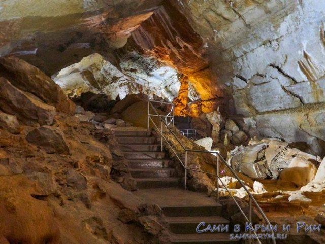 Ступеньки в пещере