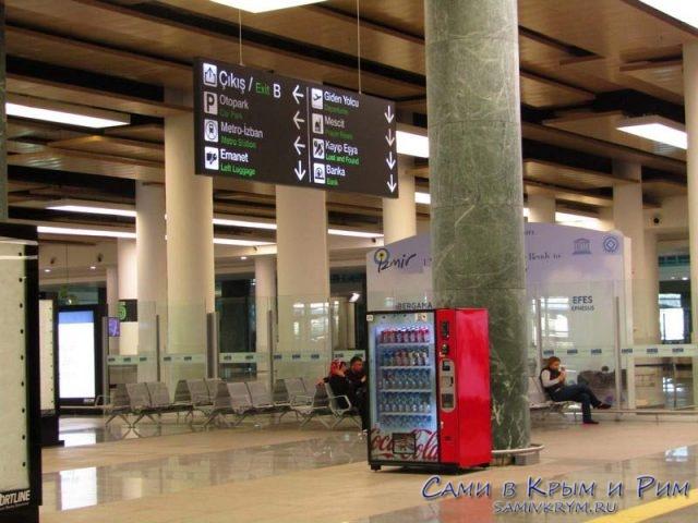 Внутри аэропорта Измир