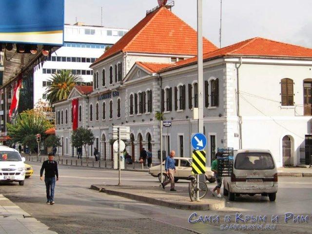 Вокзал Басмане в центре Измира