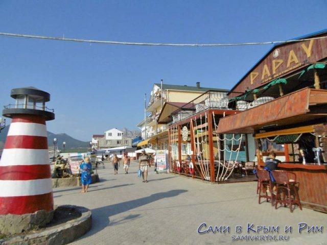 Кафе вдоль набережной Папай и Кактыбель