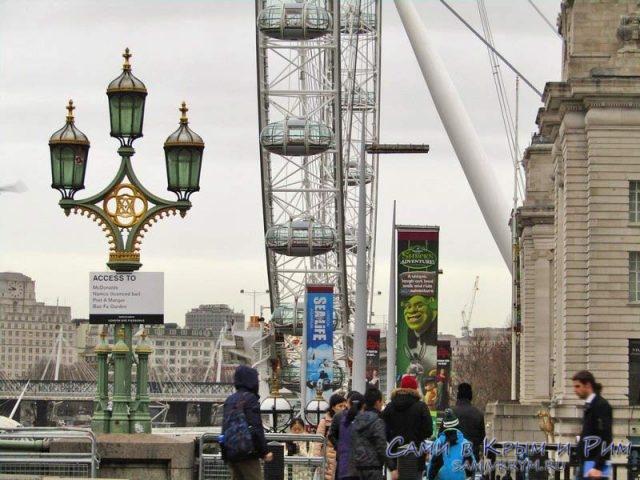 Лондонский глаз с туристами