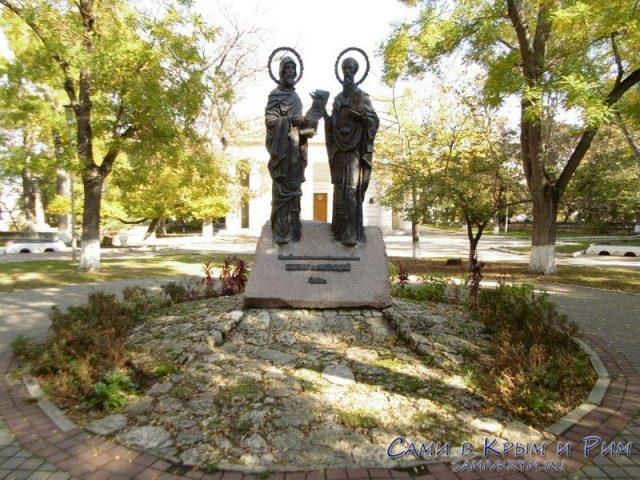 Памятник Кирилу и Мефодию на Центральном холме