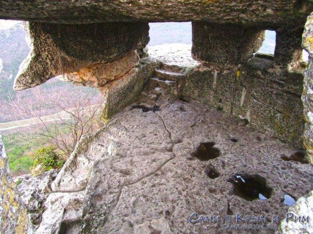 Пещеры Мангупа