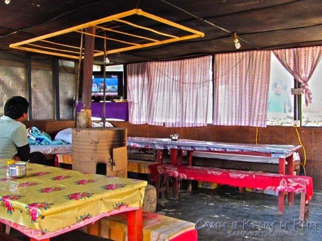Столовая в Гималаях