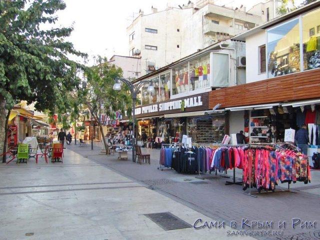 Торговая улочка в Кушадасах