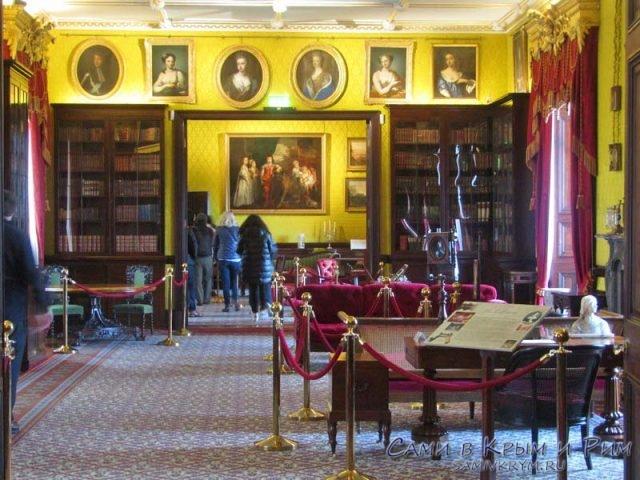 Библиотека и гостинная в замке
