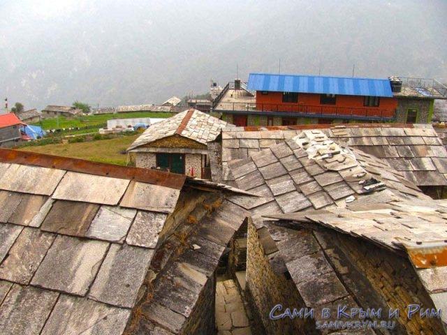 Крыши деревенских домиков