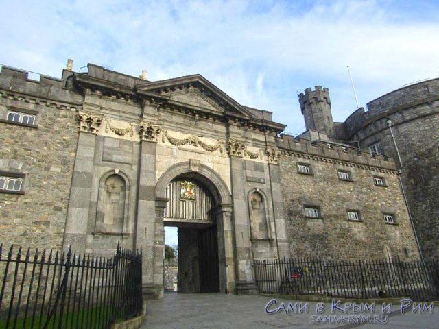 Центральный вход в замок Килкенни