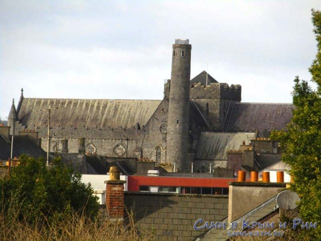 Вид из замка на Собор Святого Кэниса