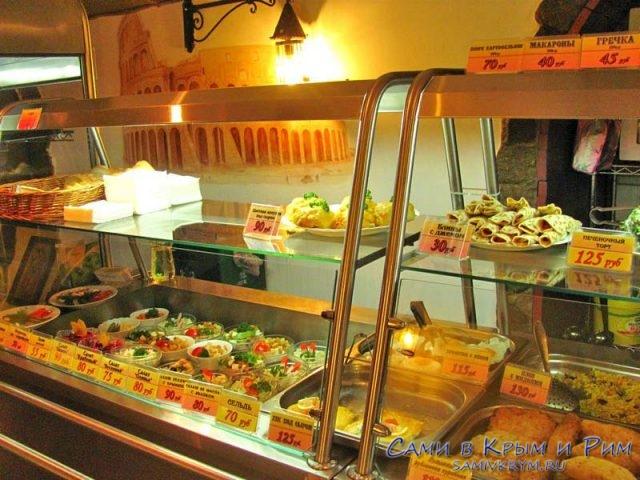 Выбор блюд в столовой