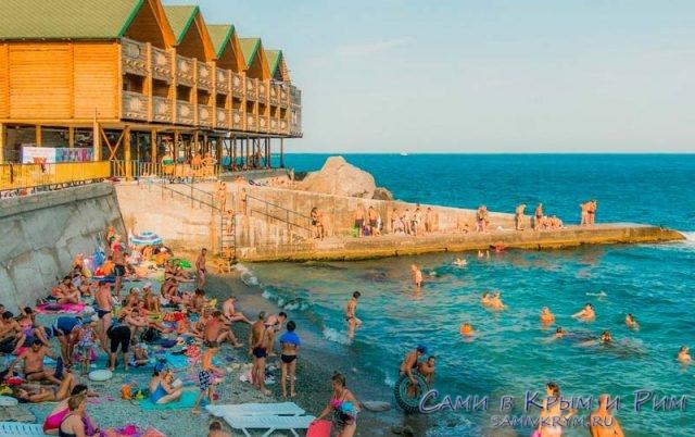 Городской-пляж-в-Алупке