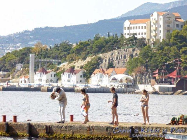 На фоне пляжей Сосновой Рощи