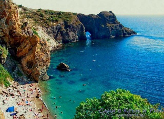 Пляж Каравеллы и грот Дианы