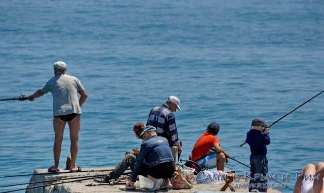 Рыбалка в Крыму с причалов