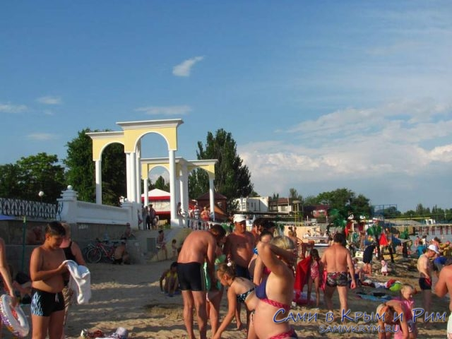 На набережной Горького пляж