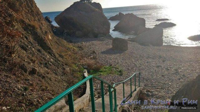 Спуск к пляжу Дельфин