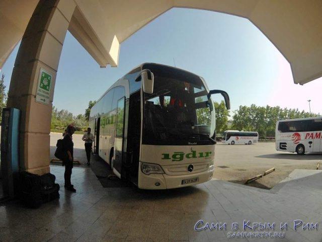 Автобус компании Игдир