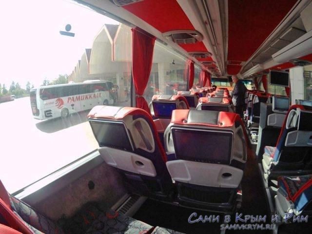 Автобусы перед отправлением из Анталии