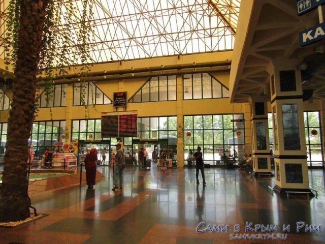 Интерьер автовокзала в Анталии и выход к перонам