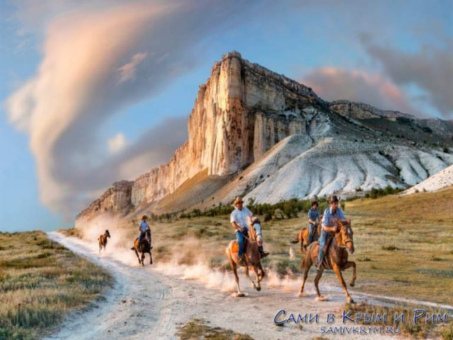 Конные прогулки вокруг Белой скалы