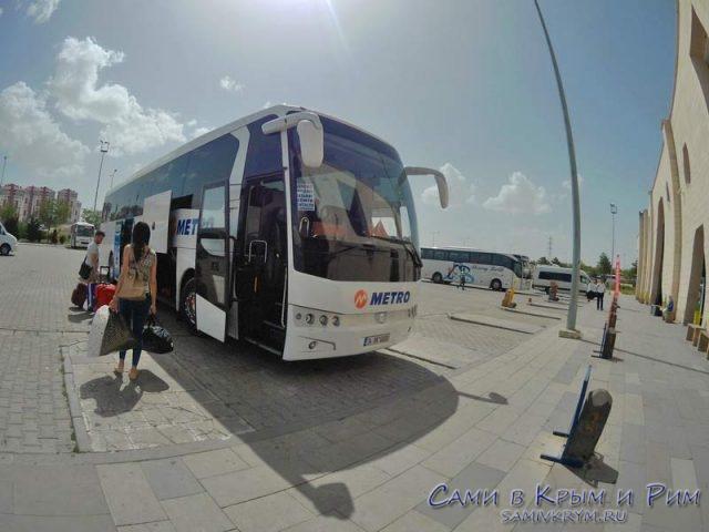 Посадка на автобус на вокзале в Невшехире