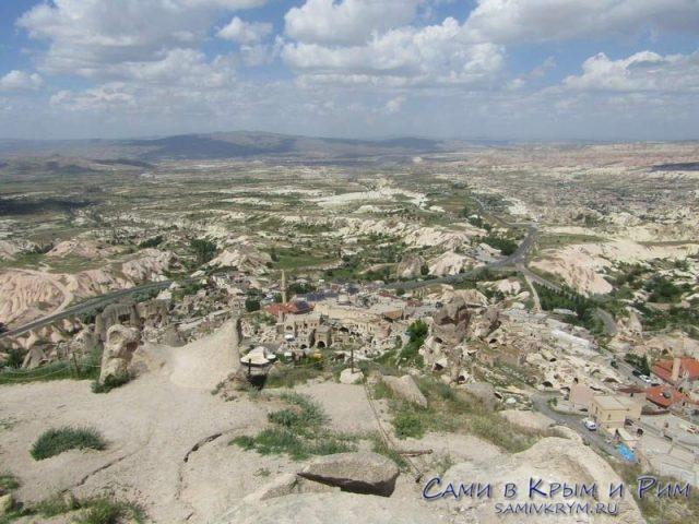 Вид из крепости в Учхисаре