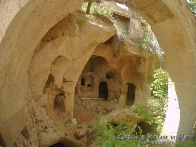 Интересные развалины по всему Учхисару