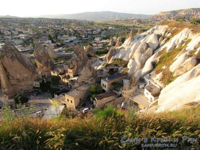 Пещерные отели у подножия Смотровой площадки