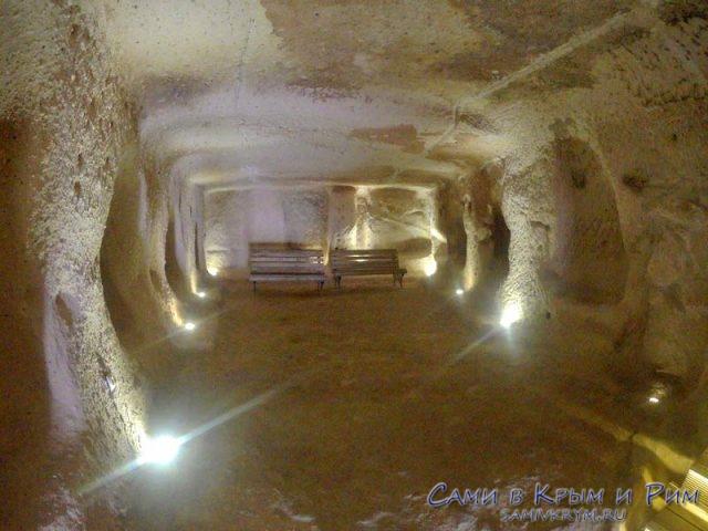 Пещеры внутри крепости