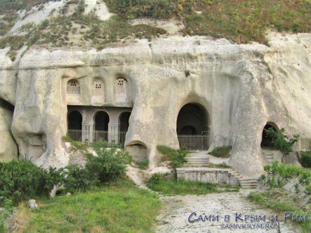 Церковь в долине прямо в Гереме
