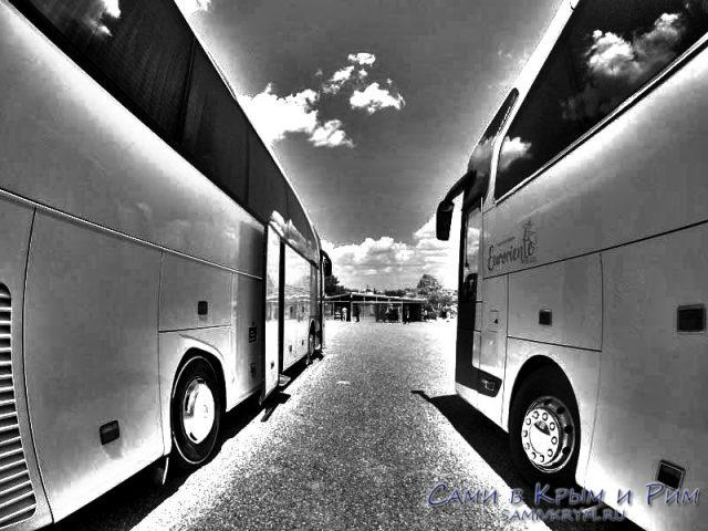 Туристические автобусы на смотровой