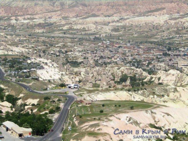 Вид на Гереме и спуск в Голубиную долину