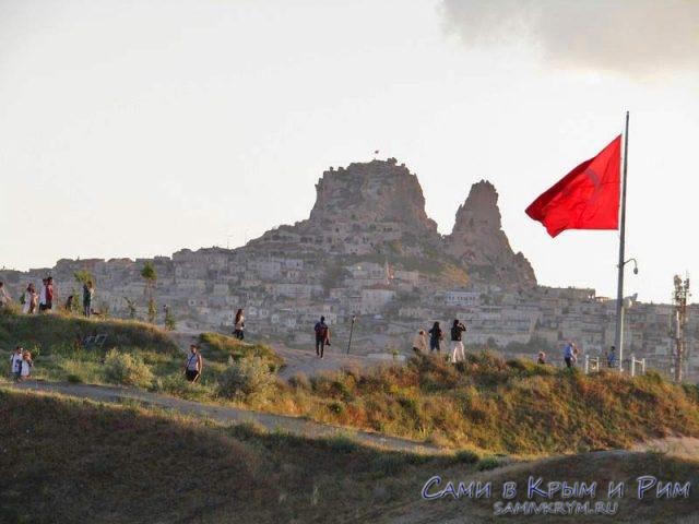 Вид в сторону крепости Учхисар