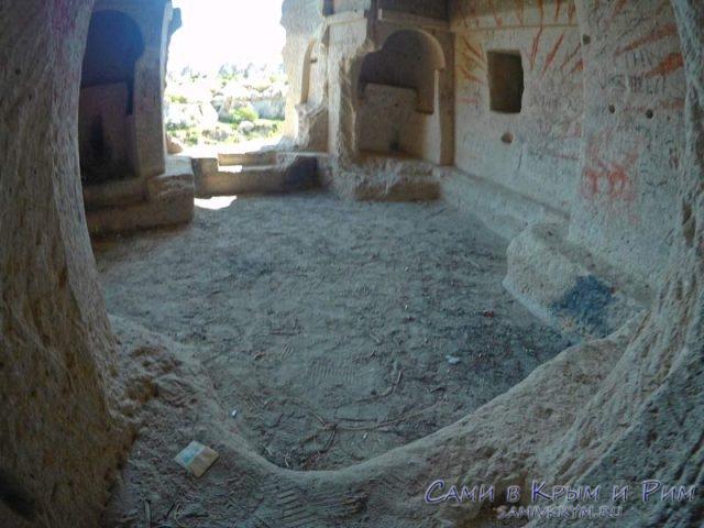 Безымянная церковь в долине Земи