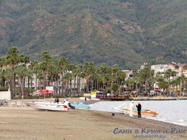 Частные катера на пляже