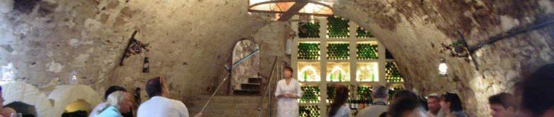 Дегустация шампанского в винподвалах
