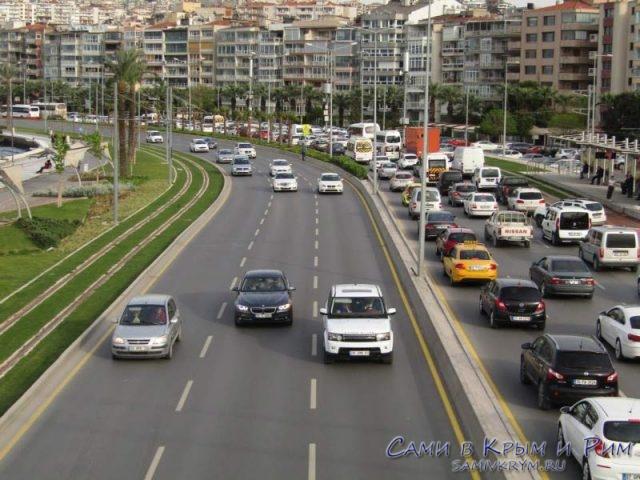 Движение в центре Измира