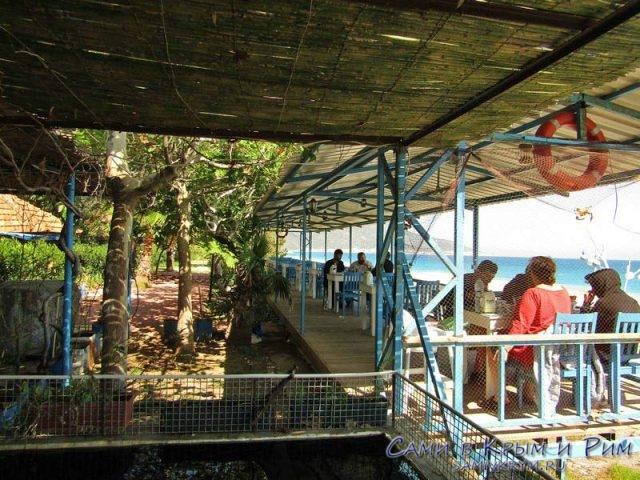 Кафе рядом с побережье и Демре
