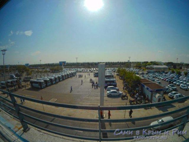 Парковка прокатных авто в аэропорту Анталии
