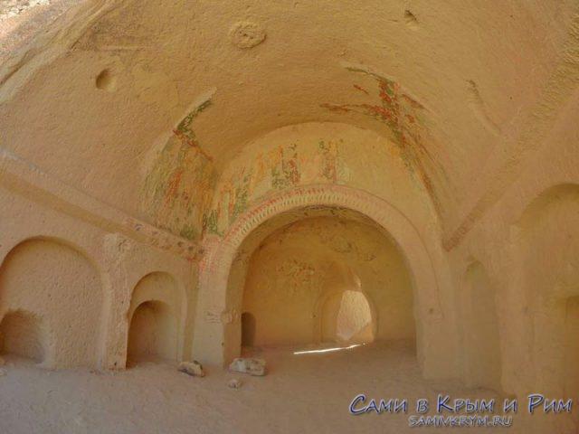 Убранство одной из пещерных церквей