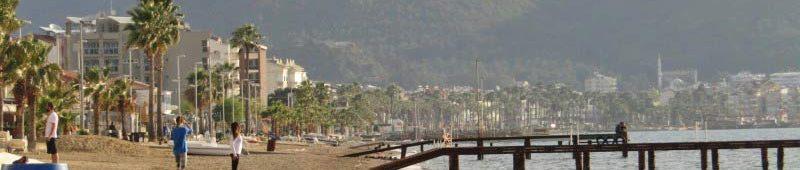 Утром на городском пляже Мармариса