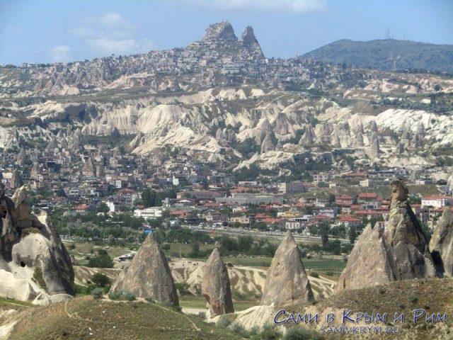 Вид с холмов Красной долина на Гереме и Учхисар