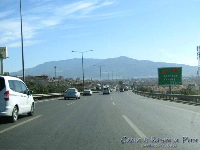 Выехали из Измира и едем на платную трассу